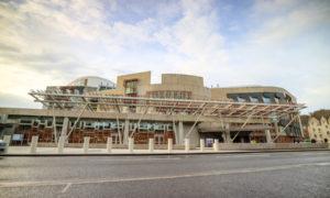 Parliament backs migration powers